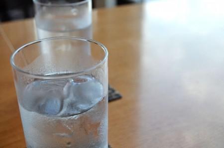 ミネラルウォータと天然水の違い