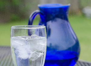 冷たいお水は血行不良になりやすくなるためむくみに逆効果