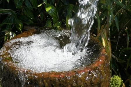 天然水は採水地によって味が違う