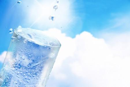 赤ちゃんが飲むお水は安全性が重要