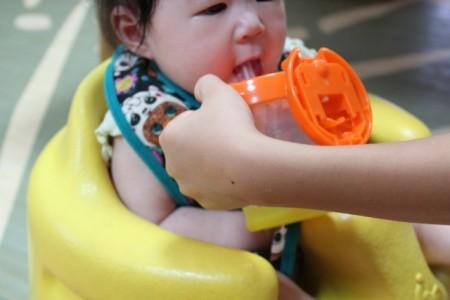 赤ちゃんの水分補給のタイミングと注意点