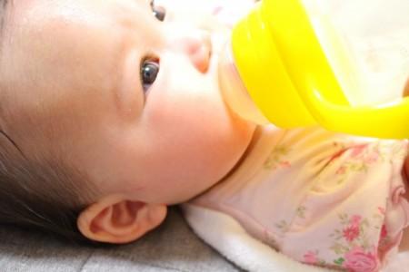 赤ちゃんが飲む適切なお水の量
