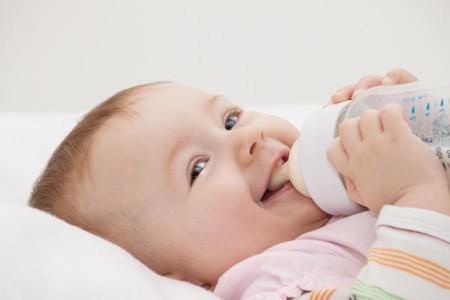 不純物を取り除いたウォーターサーバーのお水は赤ちゃんいにも安全