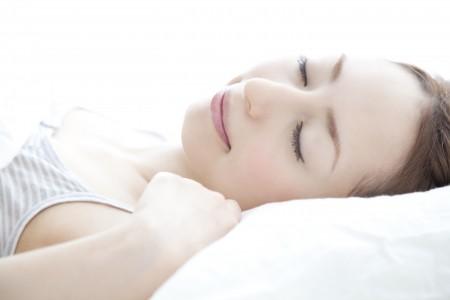 就寝前にお水を飲んで乾燥予防