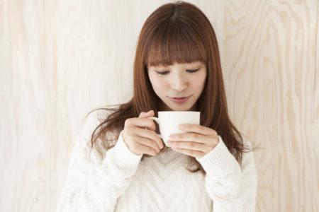 お茶に含まれるカフェインは水分補給に適さない