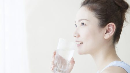 塩分を摂りすぎた際にお水を飲む...